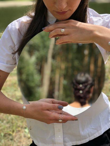 Wygodny srebrny pierścionek srebro 925 dwie szyny faktura